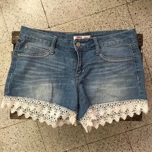 cute shorts with lace detail 💐